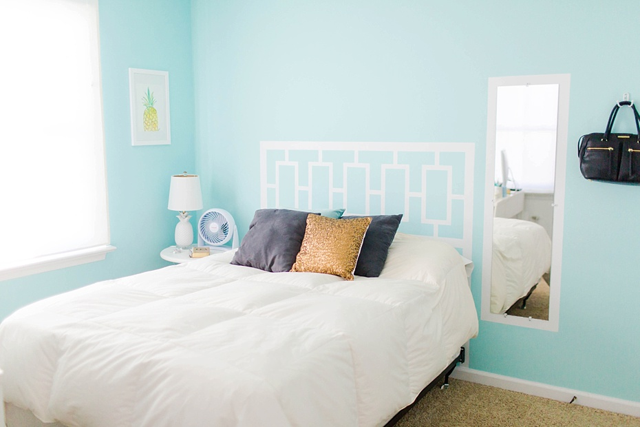 Photography Office Decorated in Teal, White, and Gold-6